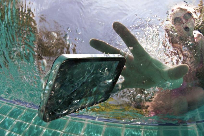 Kad mobitel padne u more